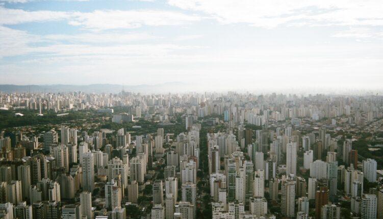 Cidade com muitos prédios